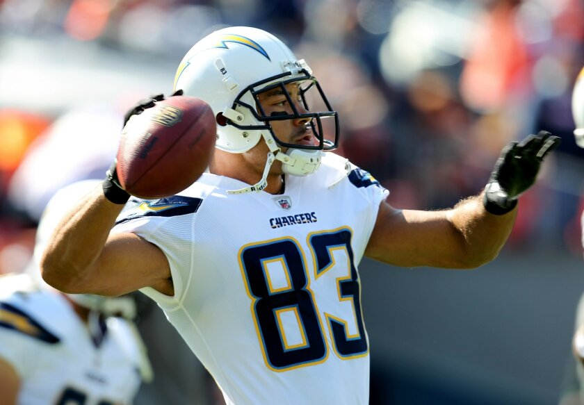 10/9/2011 Denver, CO. San Diego Chargers vs Denver Broncos at Sports Authority Field in Denver. Vincent Jackson warms up Photo Sean M. Haffey /San Diego Union-Tribune.