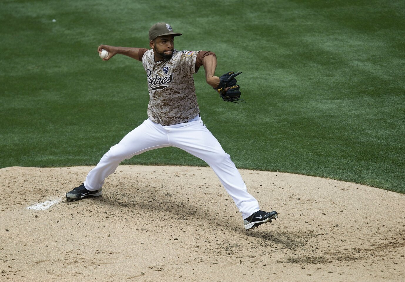 Padres beat the Diamondbacks 2-1. San Diego newly acquired starting pitcher Odrisamer Despaigne on the mound.