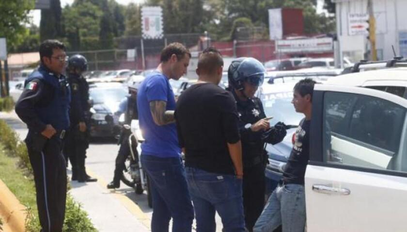 El portero Cristian Campestrini y Matías Alustiza causaron movilización policiaca el 5 de octubre de 2015 por su broma con pistola de juguete.
