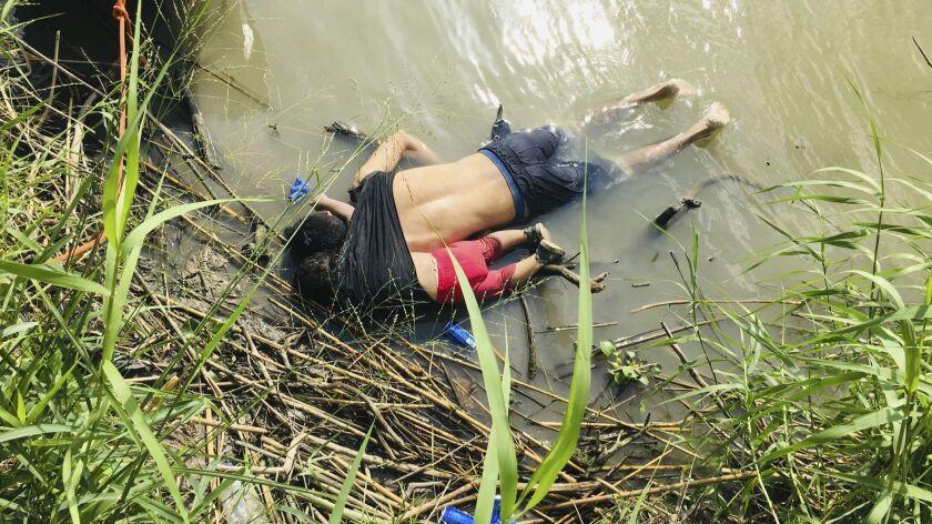 EDS NOTE: GRAPHIC CONTENT - The bodies of Salvadoran migrant Oscar Alberto Martínez Ramírez and his