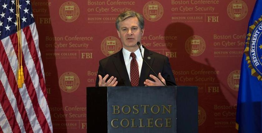 El director del FBI, Christopher A. Wray, ofrece un discurso durante la apertura de la Conferencia de Boston sobre Ciberseguridad, en la Universidad de Boston, en Newton, Massachusetts (Estados Unidos) hoy, 7 de marzo de 2018. EFE