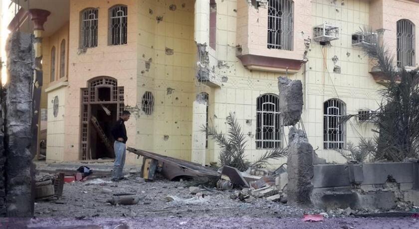 Tres líderes del grupo yihadista Estado Islámico (EI) encargados de planear atentados fuera de Irak y Siria murieron en un ataque aéreo de la colación internacional que lidera EEUU el pasado 4 de diciembre en la ciudad siria de Al Raqa, según informó hoy el Pentágono. EFE/ARCHIVO
