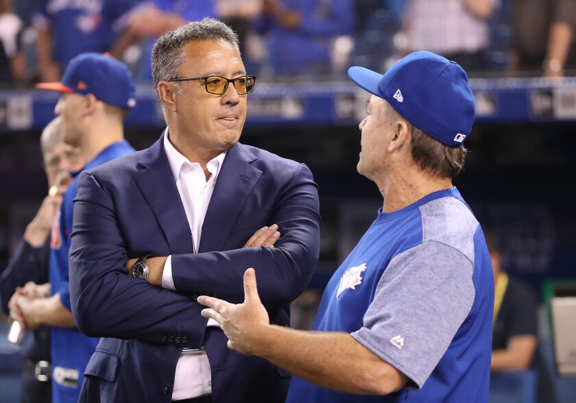 Ron Darling, a former Mets pitcher and broadcaster, chats with Toronto manager John Gibbons before a game last season.