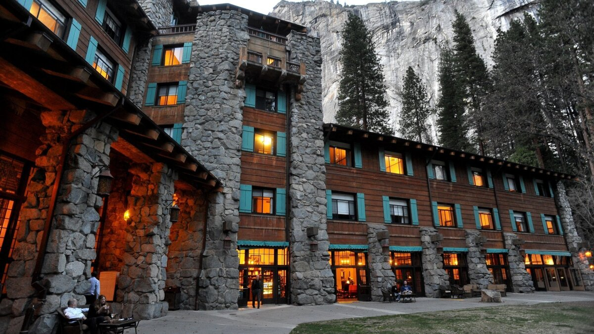 Yosemite S Ahwahnee Hotel Under Fire For Hosting Hundreds At Thanksgiving Feast Los Angeles Times