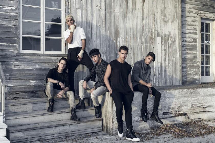 Los integrantes de CNCO, la 'boy band' latina que se encuentra en la cima de la popularidad.