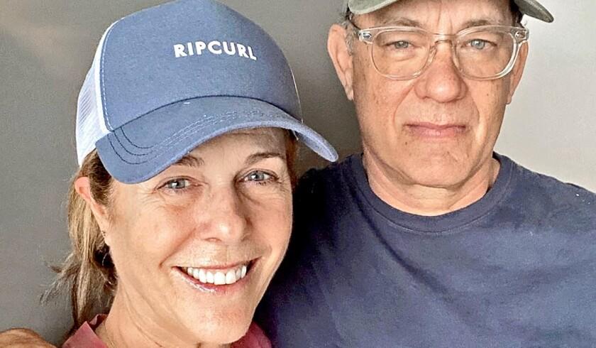 El actor Tom Hanks y su esposa Rita Wilson cuando llegaron a Los Ángeles tras recuperarse del COVID19.