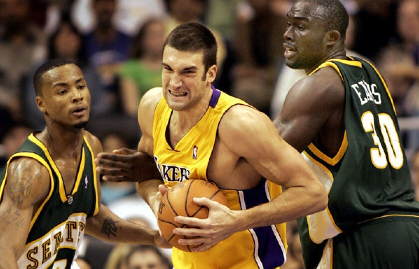 Chris Mihm battles for a ball against the SuperSonics during a game in 2005.