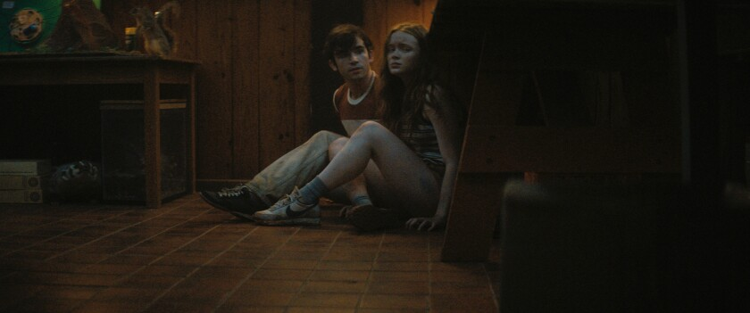 """Ted Sutherland (l) as Nick and Sadie Sink (r) as Ziggy in """"Fear Street Part 2: 1978"""""""