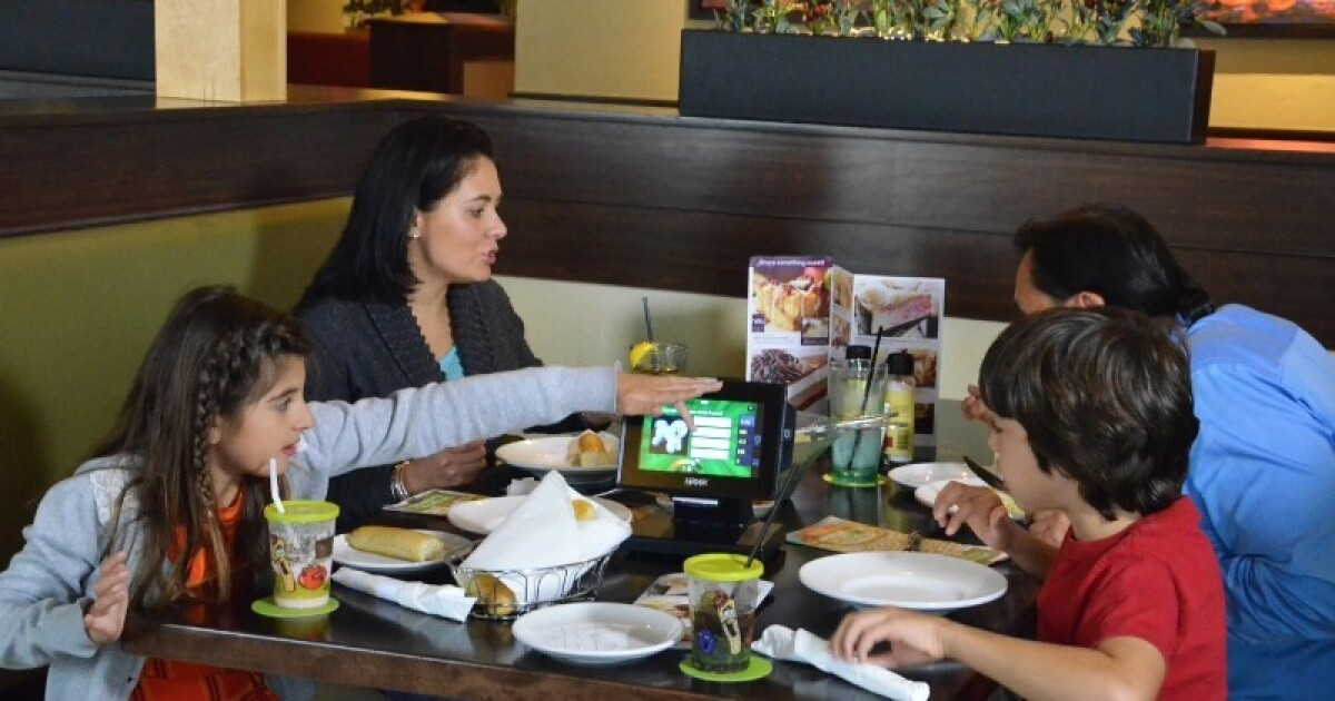 Olive Garden Rolls Out Tabletop Tablets For Ordering And Payment Los Angeles Times