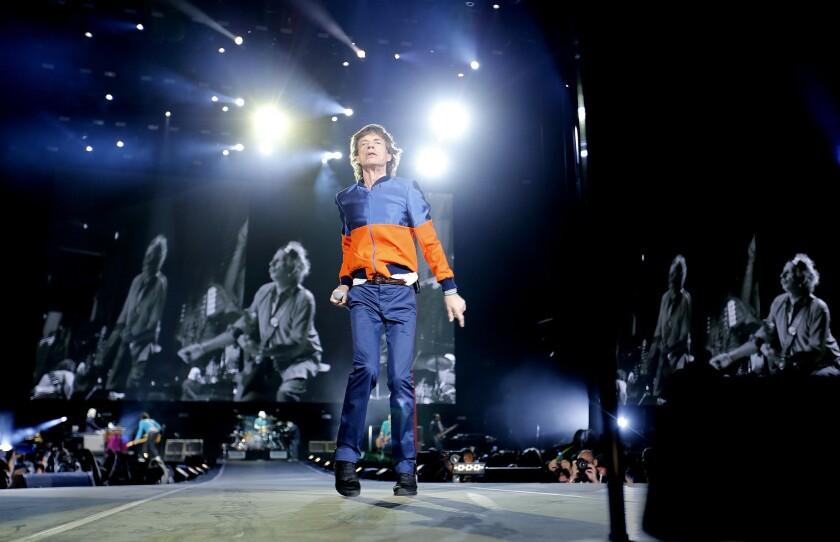 Mick Jagger, de los Rolling Stones, se presenta durante el primer día del festival Desert Trip en el Empire Polo Club de Indio, California, que reunió el fin de semana pasado a muchas estrellas del rock clásico.