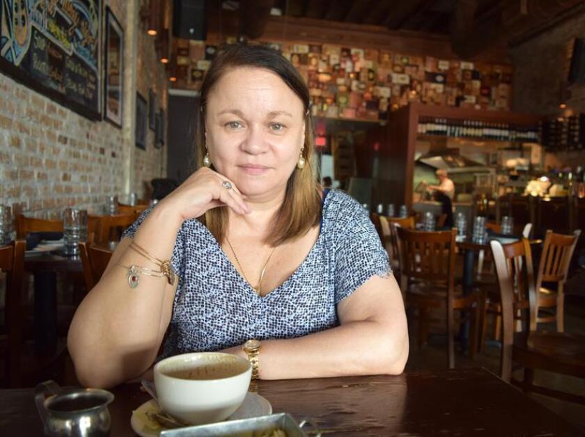 La escritora de origen cubano Zoé Valdés advirtió hoy del recorte de libertades que se está viviendo en el clima político y social actual, y denunció las consecuencias negativas a las que se enfrentan los que critican las ideas de izquierdas. EFE/ARCHIVO