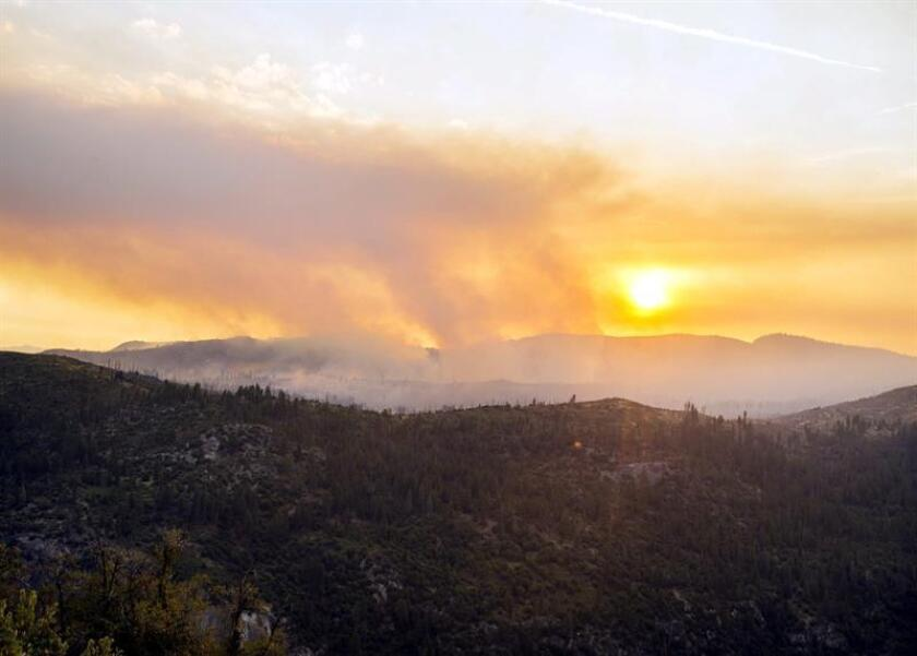 Fotografía facilitada que muestra un incendio en el valle del parque Yosemite en California (Estados Unidos). EFE/Archivo