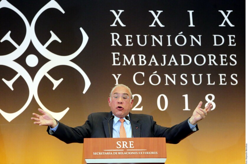 José Ángel Gurría, Secretario General de la Organización para la Cooperación y Desarrollo Económicos (OCDE), pidió a embajadores y cónsules mexicanos difundir las reformas estructurales aprobadas en el actual sexenio.