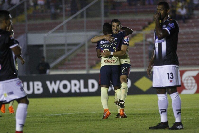 El América de México venció el miércoles al Tauro de Panamá para avanzar en el torneo regional de clubes.