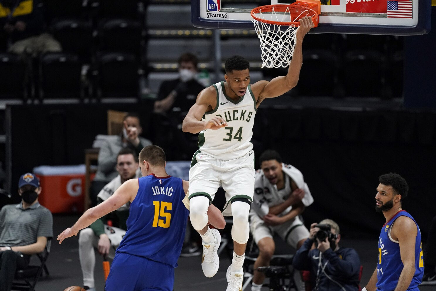 NBA: Bucks beat Nuggets in Giannis-Jokic showdown - Los Angeles Times