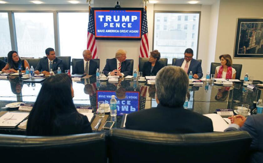 """La campaña de Trump y el Comité Nacional Republicano (RNC, en inglés) presentó ayer al Consejo como """"un grupo diverso de líderes nacionales hispanos que asesoran a la campaña y comparten las propuestas de Trump con la comunidad hispana""""."""