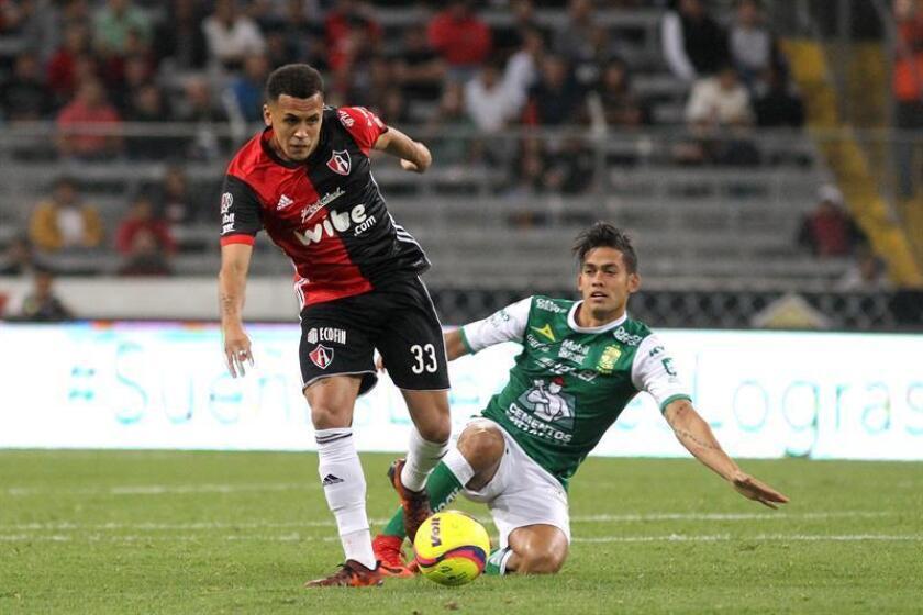El chileno Ángelo Henríquez y el inglés Ravel Morrison (izq), con un gol cada uno, firmaron el triunfo del Atlas como visitante por 1-2 sobre el Tampico Madero, en la tercera jornada de la Copa MX del Clausura mexicano. EFE/ARCHIVO