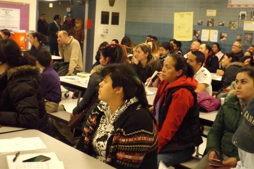La Junta de Educación de Chicago y un grupo de padres demandaron hoy al gobernador de Illinois, Bruce Rauner, por supuesta discriminación y violación de los derechos civiles de los escolares hispanos y afroamericanos. EFE/ARCHIVO