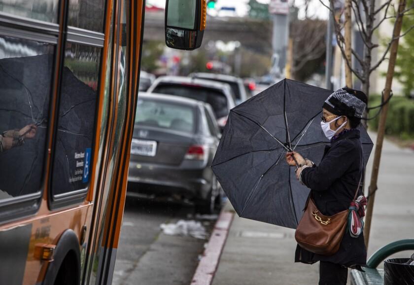 Un 70 por ciento de los pasajeros de Metro podrían calificar para el programa de tarifas de bajos ingresos de la agencia.