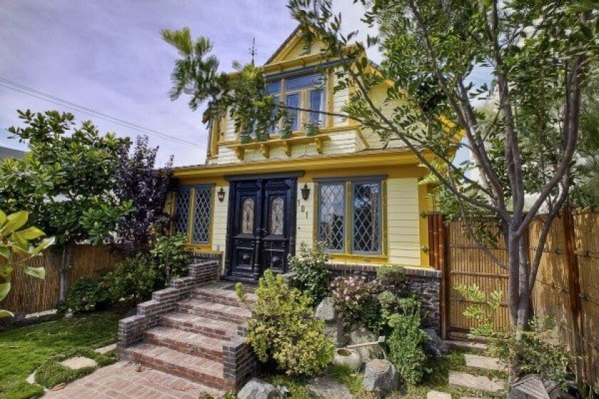 This Victorian home for sale in Venice dates to the early 1900s and, as far as we know, is not haunted.