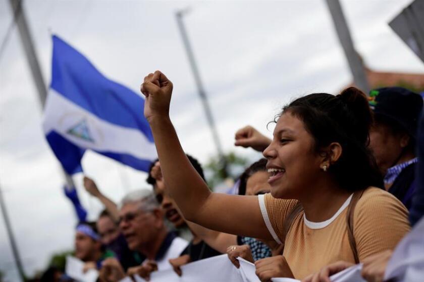 Cientos de personas participan hoy, jueves 7 de junio de 2018, durante un plantón organizado por las Madres de Abril para exigir justicia y la renuncia del presidente Daniel Ortega en Managua (Nicaragua). EFE/ARCHIVO