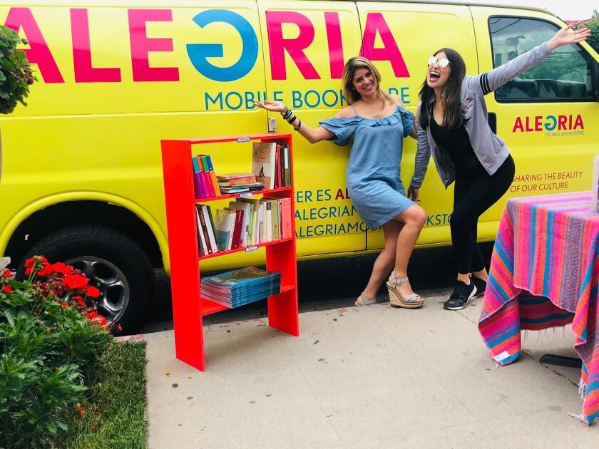 La librería móvil Alegría circula dos veces al mes en diferentes vecindarios del sur de California.