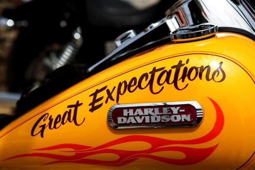 El fabricante de motocicletas Harley-Davidson planea trasladar parte de su producción fuera de Estados Unidos a raíz de los aranceles impuestos recientemente por la Unión Europea (UE), una medida que Bruselas tomó para contrarrestar los gravámenes aplicados por Washington. EFE/Archivo