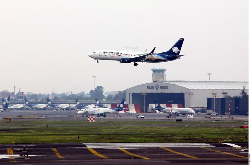 La Secretaría de Relaciones Exteriores (SRE) reconoció que evalúa la propuesta estadounidense de desplegar alguaciles aéreos armados de ese país en vuelos comerciales transfronterizos, como reportó la agencia Reuters.