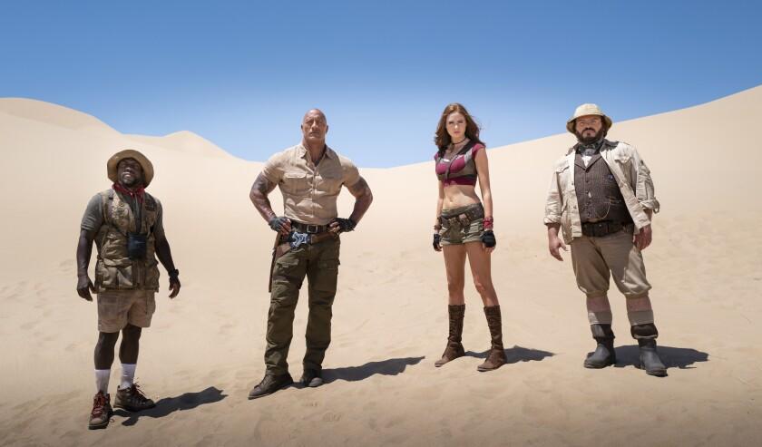 "Dwayne Johnson, Karen Gillan y Jack Black en una escena de ""Jumanji: The Next Level""."