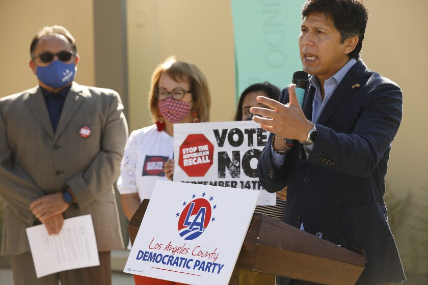 At a rally, LA City Councilman Kevin de Leon urged Latinos not to vote to remember.