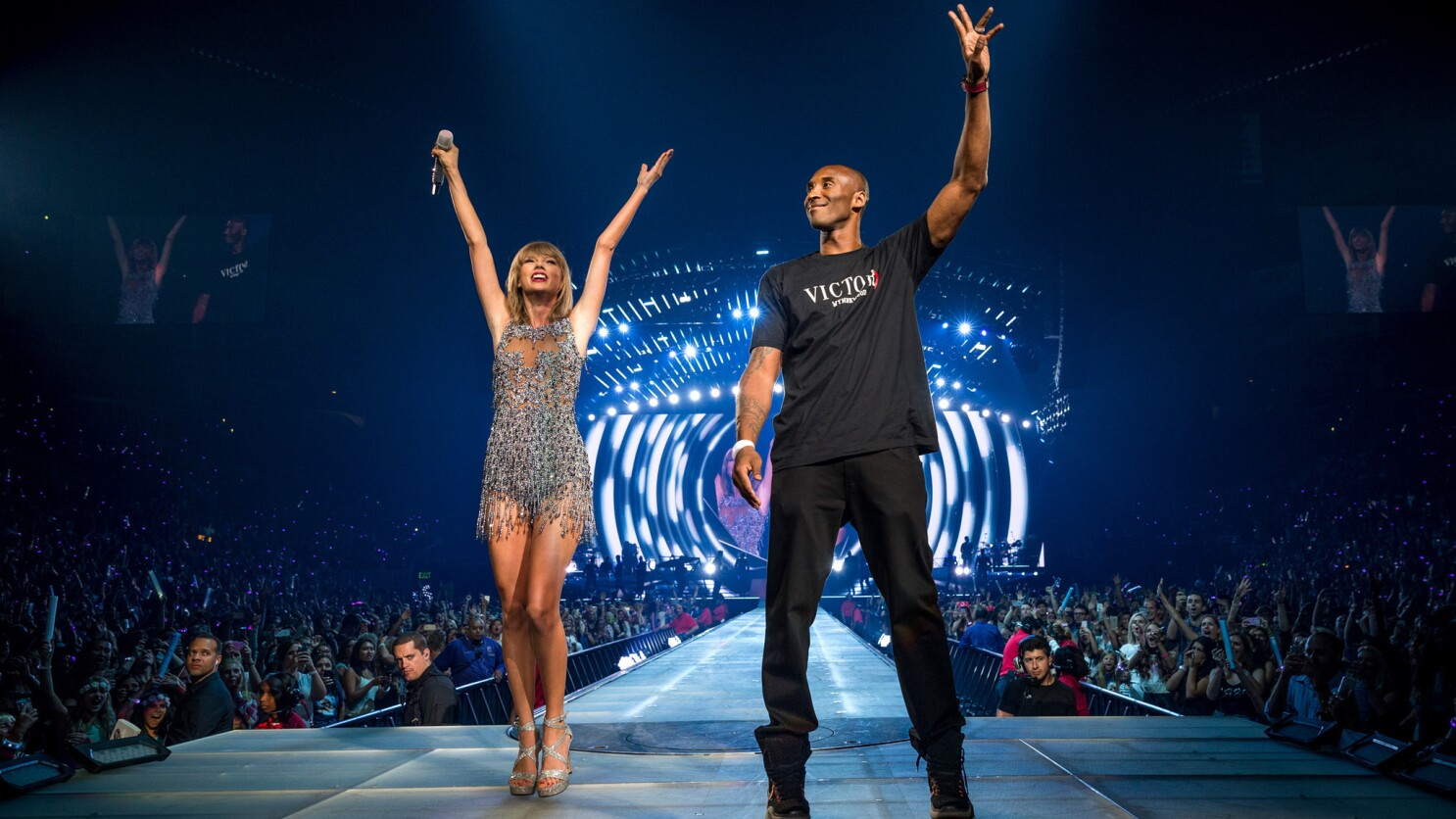 Kobe Bryant Helps Taylor Swift Hang Her Own Banner At Staples Center Los Angeles Times