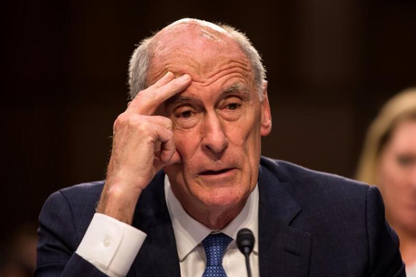 El director nacional de Inteligencia, Dan Coats (c-d), testifica ante el Comité de Inteligencia del Senado. EFE/Archivo