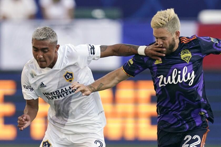 LA Galaxy defender Julian Araujo