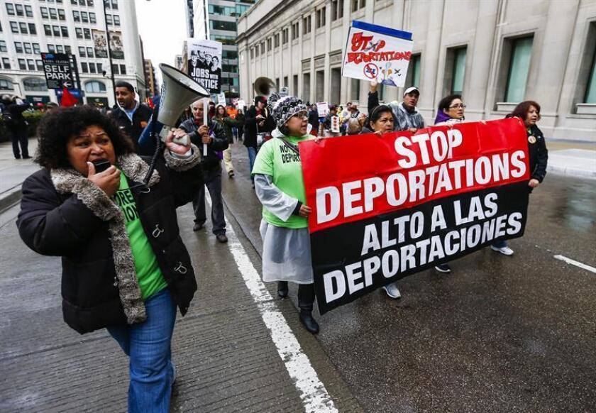 """Una coalición de defensa de los derechos de los inmigrantes convocó hoy a la marcha por el 1 de Mayo con un llamado para que la jornada sea una plataforma en defensa de este colectivo frente a la """"agenda antiinmigrante"""" que se propugna desde la Casa Blanca. EFE/Archivo"""