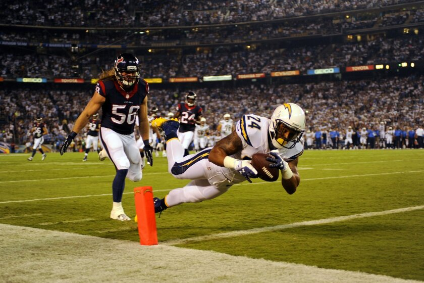 Chargers Ryan Mathews catches  a touchdown pass in front of Houston's Bryan Bramar in the 1st quarter .