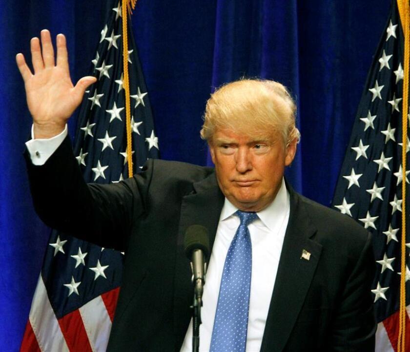 El candidato republicano a la presidencia, Donald Trump, reestructuró hoy su equipo de campaña y puso al frente de ella al directivo de un medio conservador conocido por defender el estilo provocador del magnate, que deja claro así que busca seguir siendo fiel a sí mismo.