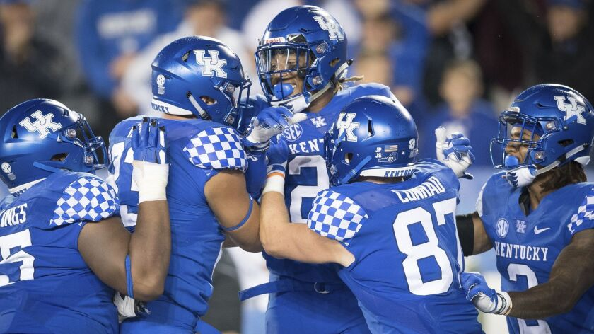 Kentucky running back Benny Snell Jr. (26) celebrates with teammates after scoring a touchdown durin