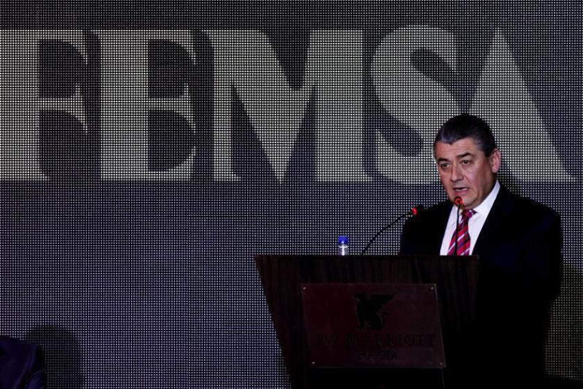 El presidente y director general de Femsa José Antonio Fernández habla durante la presentación de la nueva planta de Cocacola-Femsa, en Bogotá (Colombia), el 26 de agosto de 2013. EFE/Archivo