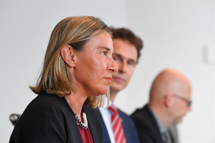 """La jefa de la diplomacia europea, Federica Mogherini (i), respaldó hoy los intentos de la ONU para desbloquear las negociaciones de paz en Siria y aseguró que existe una """"oportunidad"""" para lograr avances. EFE/ARCHIVO/PROHIBIDO SU USO EN AUSTRALIA Y NUEVA ZELANDA"""