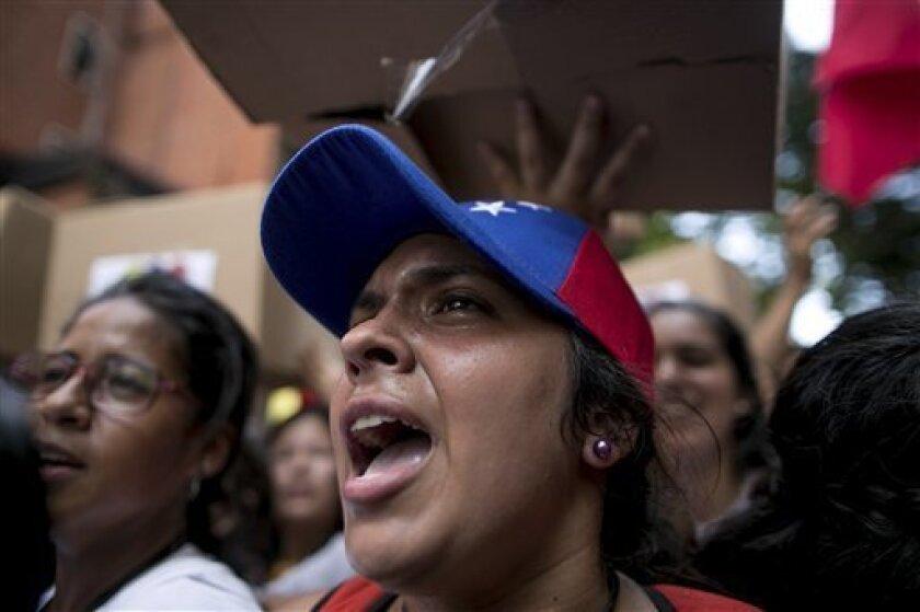 """Representantes de la oposición venezolana y del Gobierno de Nicolás Maduro acudieron hoy a la segunda cita de diálogo en Caracas, los primeros con la idea de buscar """"una solución electoral"""" y los segundos para presentar un documento """"por la paz"""" y un vídeo que muestra """"los llamados a la violencia""""."""