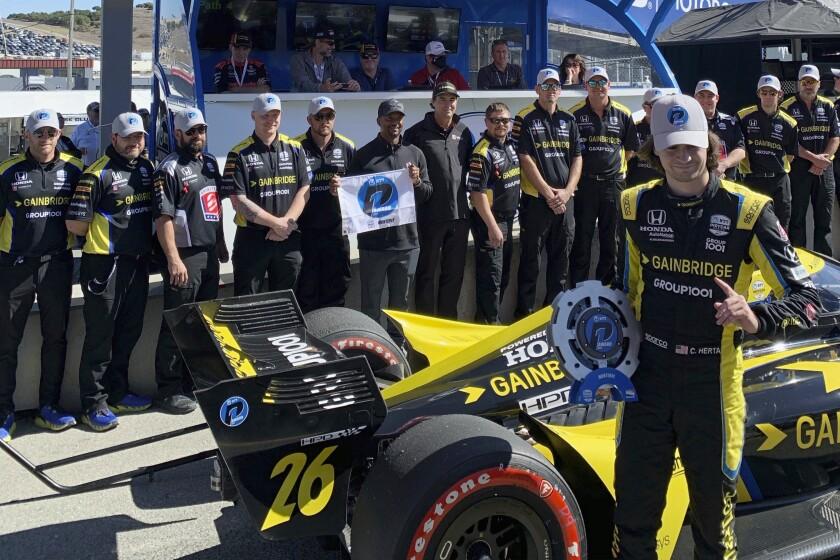 Colton Herta posa con los miembros de su escudería Andretti Autosport.