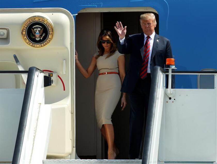 El presidente estadounidense, Donald J. Trump (d), y su mujer Melania Trump (i). EFE/Archivo
