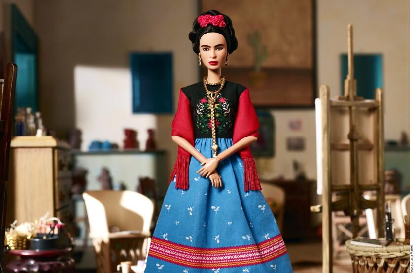 La sobrina nieta de Frida Kahlo, Mara de Anda Romeo, asegura que la compañía Frida Kahlo Corporation no cuenta con los derechos del uso de la imagen de la pintora para la creación de una Barbie.
