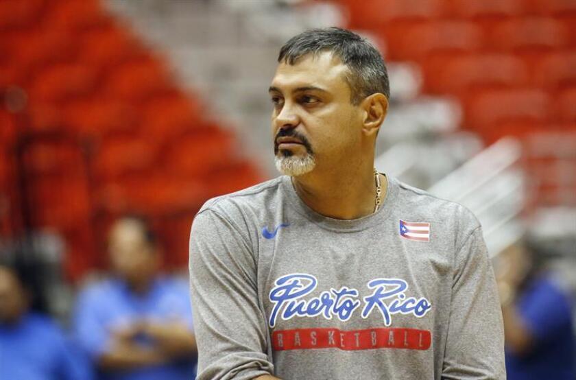 El entrenador de la selección de baloncesto de Puerto Rico, Eddie Casiano. EFE/Archivo