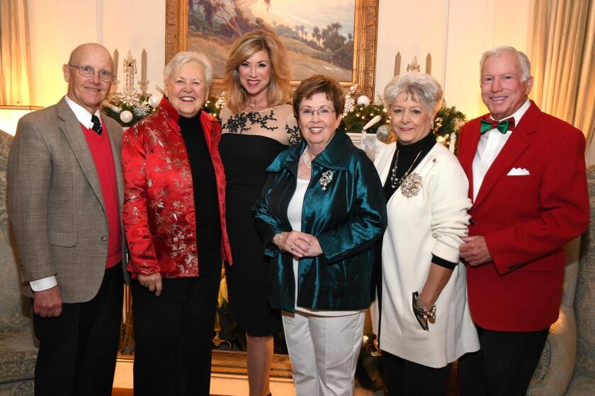 Roger and Social Service League president Carole Renstrom, honorary chair Kristi Pieper, event co-chairs Suzanne Ward and Faye Kitchel and Jim Kitchel