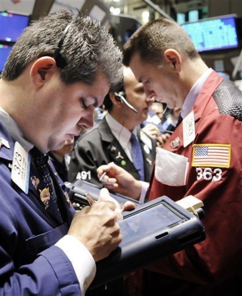Traders work on the floor of the New York Stock Exchange Tuesday, Jan. 20, 2009.(AP Photo/Richard Drew)