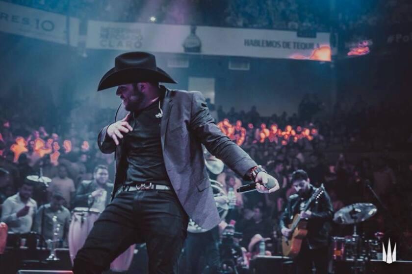 """El popular cantante Gerardo Ortíz aprovecha el fin de semana para lanzar su nuevo disco """"Comeré callado Vol. 2"""", que se enfoca en asuntos del corazón."""