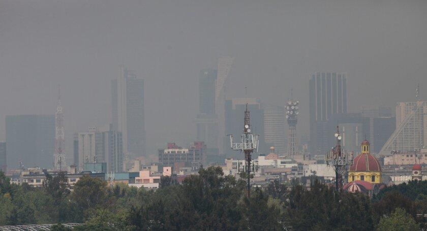 Vista general de la Ciudad de México (México), que muestra el alto ìíndice de contaminación. EFE/Mario Guzmán