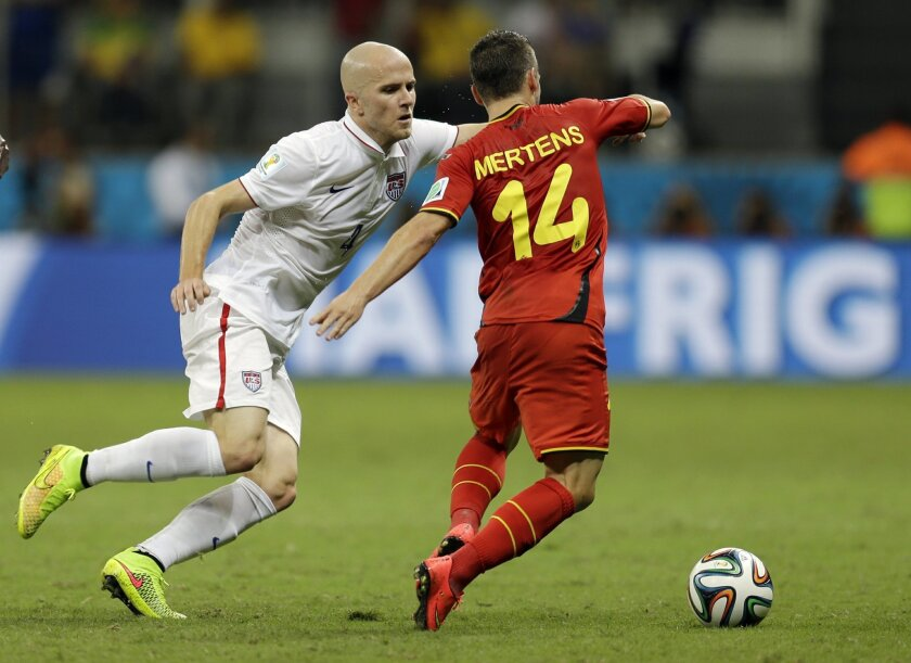 United States' Michael Bradley, left, tries to keep up with Belgium's Dries Mertens during the World Cup round of 16 soccer match between Belgium and the USA at the Arena Fonte Nova in Salvador, Brazil, Tuesday, July 1, 2014. (AP Photo/Natacha Pisarenko)