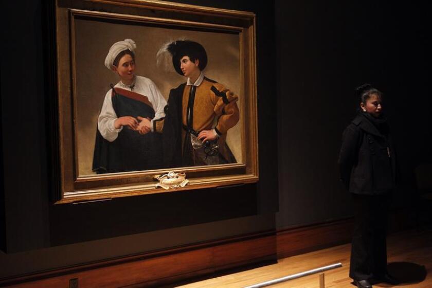 """Vista de la obra """"La Buona Ventura"""" (1595), en la exposición """"Caravaggio una obra, un legado"""" hoy, miércoles 21 de febrero de 2018, en el Museo Nacional de Arte (Munal), en Ciudad de México (México). EFE"""